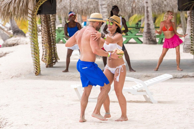 Saona, Доминиканская Республика, Танцы на пляже
