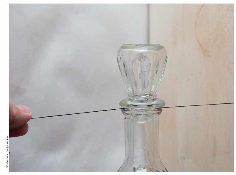 Извлечение стеклянной пробки с помощью веревки